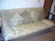 Продам диван с пуфиком (золотистого цвета)