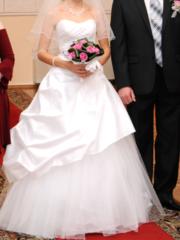 Продаю очень красивое элегантное свадебное платье!